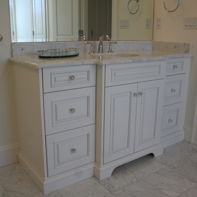 White Traditional Style Bathroom Vanity