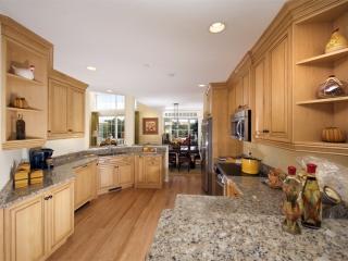 Custom Maple Kitchen Cabinets