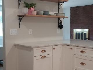 Kitchen peninsula with open shelving