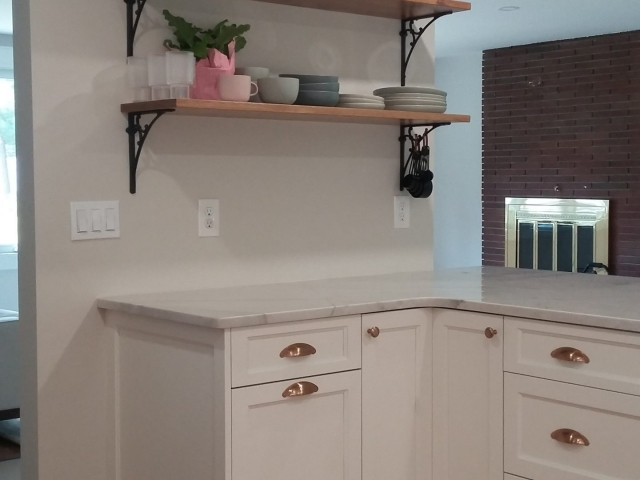 Kitchen peninsula with open shelving